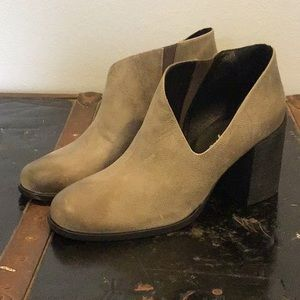 NWT Free People Terrah heel distressed gray boots